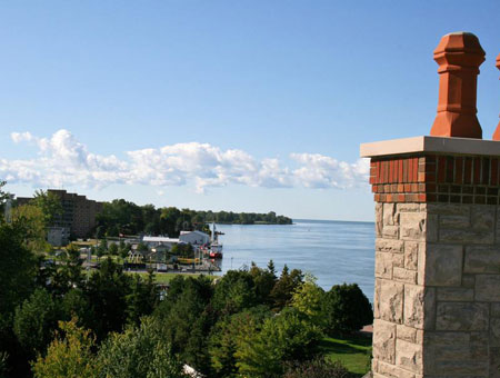 Amherstburg, Ontario shoreline from downtown