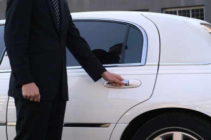 Chauffer driven limousine services for your prom and grad including airport pickup and dropoff