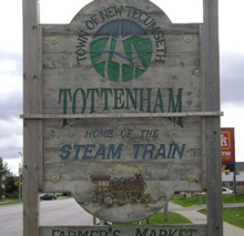 A photo of a city sign in Tottenham, Ontario